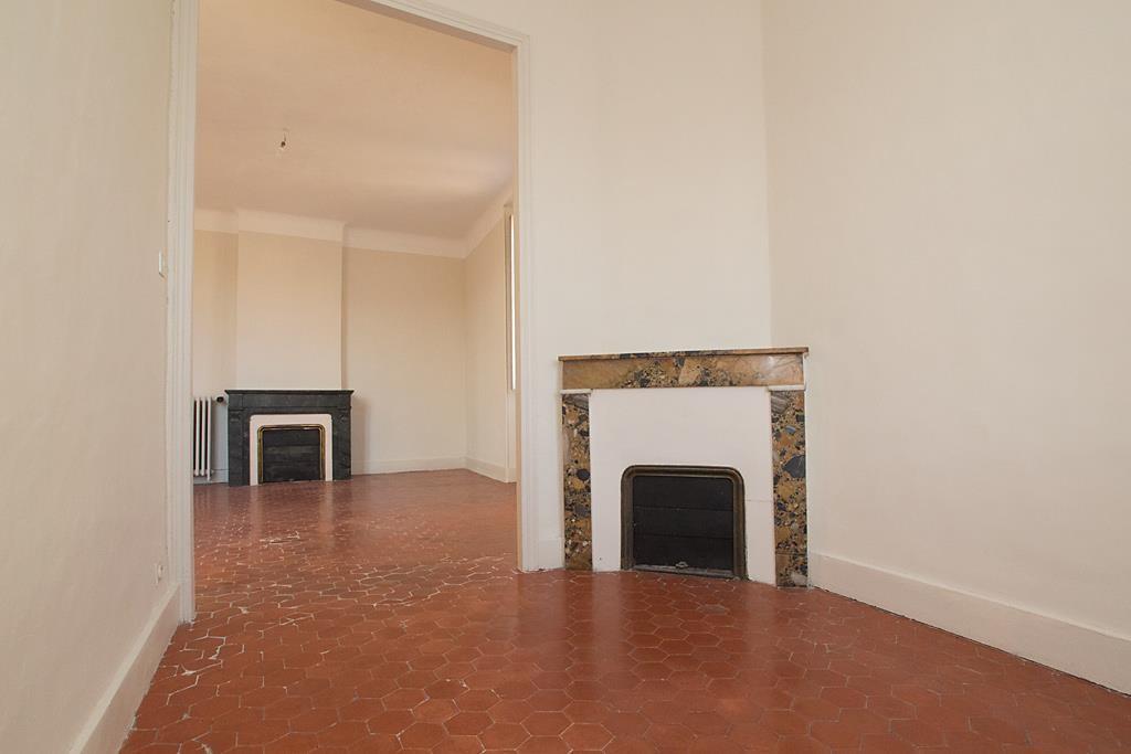 Chateau Fadaise, appartement bourgeois, toutes expositions, cheminée, terrasse sud, exception, Agenc