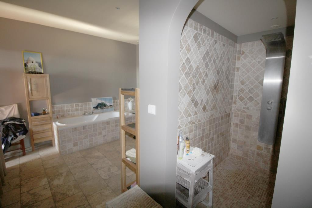 villa tour magne piscine (27)