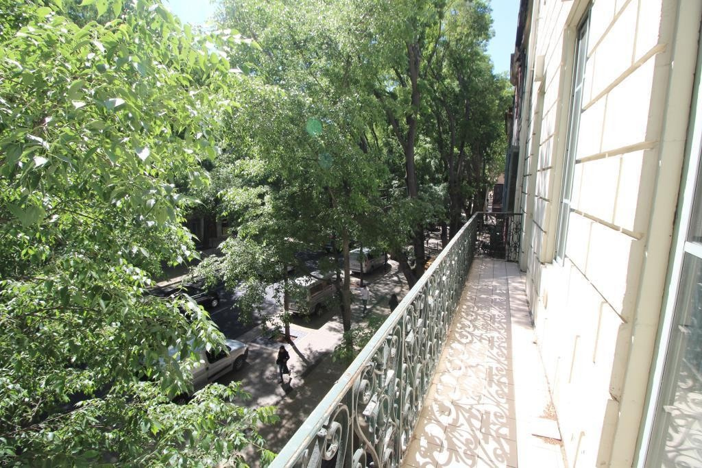 NIMES PROCHE COUPOLE, Appartement Bourgeois t4, 2 chambres, balcon, beaux volumes, rafraichir, 30000