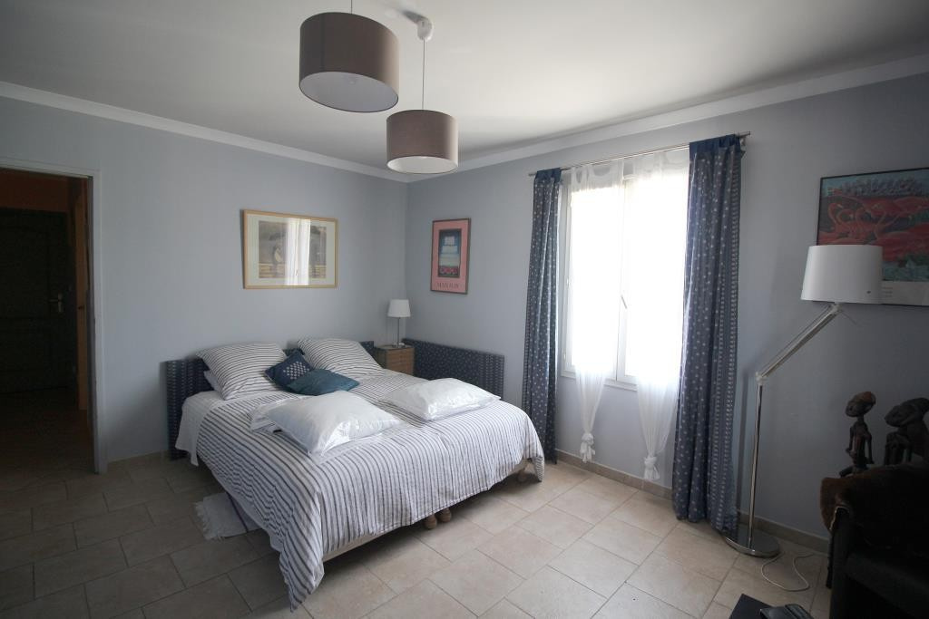 a vendre villa NImes grand standing agence immobiliere corinne ponce Nimes 30 gard (34)
