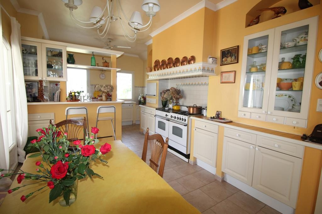 a vendre villa NImes grand standing agence immobiliere corinne ponce Nimes 30 gard (9)