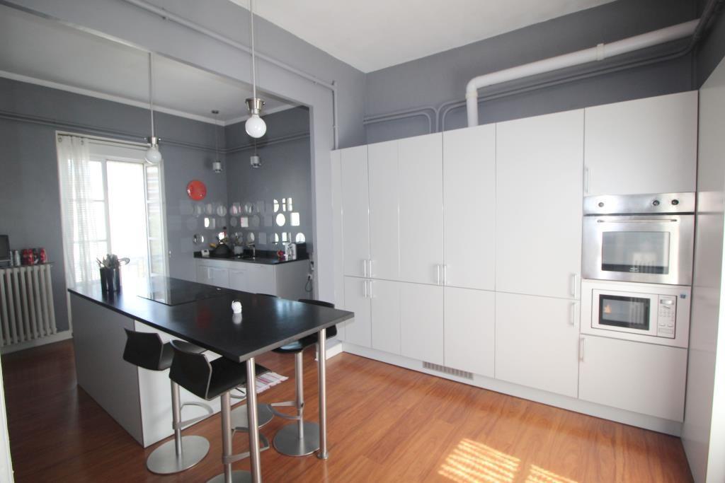 Nimes CARNOT appartement bourgeois t4, 3 chambres, cheminées moulures balcons, cave, grenier, presta