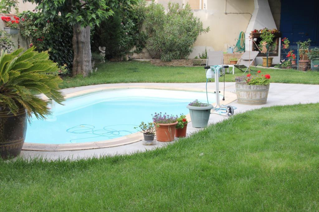 demeure vigneronne piscine jardin proche nimes Corinne Ponce Immobilier (87)