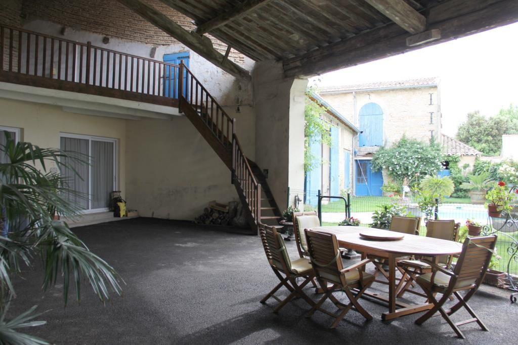 demeure vigneronne piscine jardin proche nimes Corinne Ponce Immobilier (93)