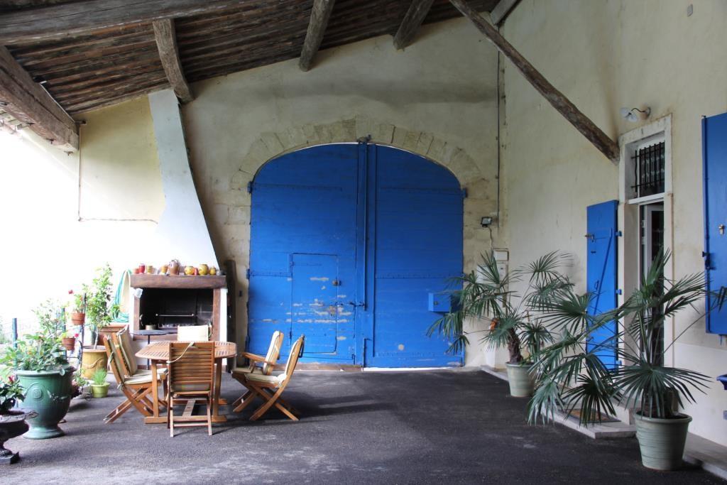 demeure vigneronne piscine jardin proche nimes Corinne Ponce Immobilier (92)