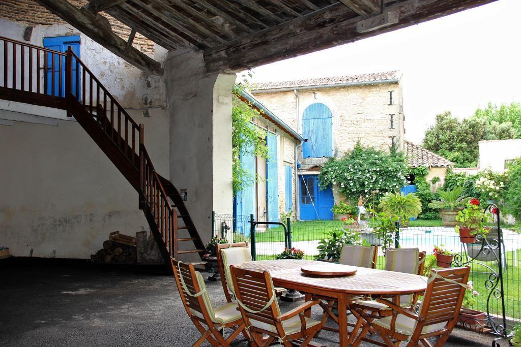 demeure vigneronne piscine jardin proche nimes Corinne Ponce Immobilier (55)