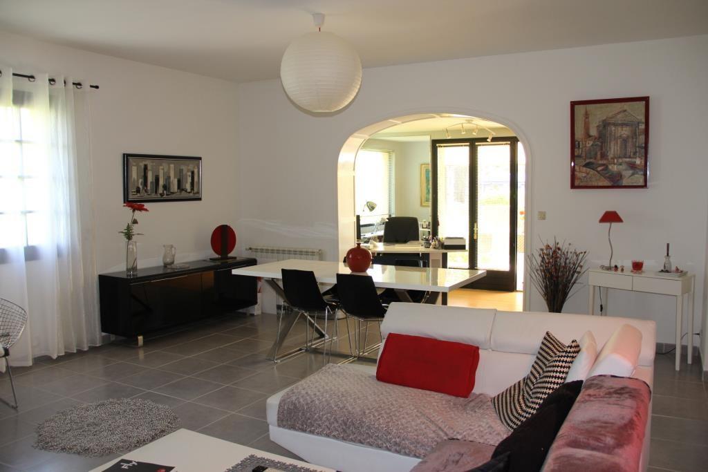 villa Caveirac avec appartement et piscine Corinne Ponce Immobilier Nimes Gard (16)