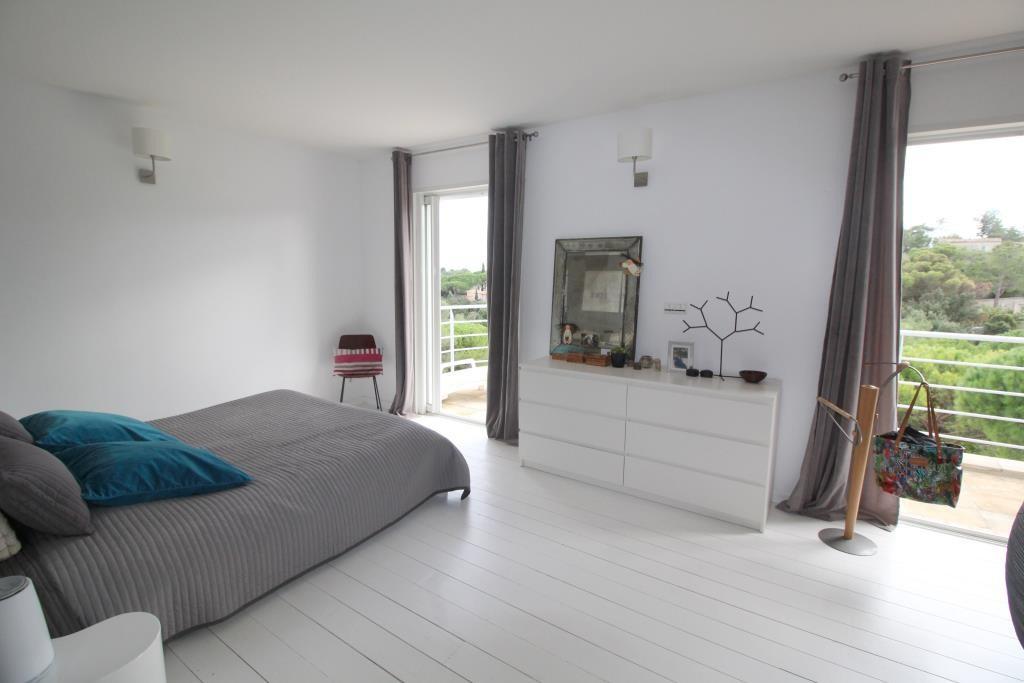 vente villa contemporaine Nimes agence immobiliere corinne ponce Nimes (20)