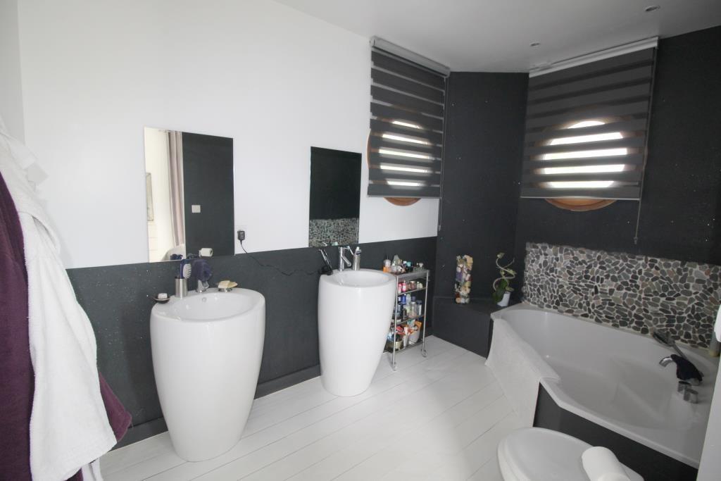 vente villa contemporaine Nimes agence immobiliere corinne ponce Nimes (24)