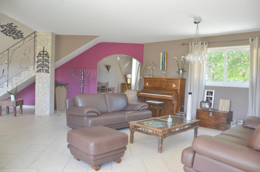 annonces vente villa grand standing Nimes agence immobiliere corinne ponce Nimes (30)