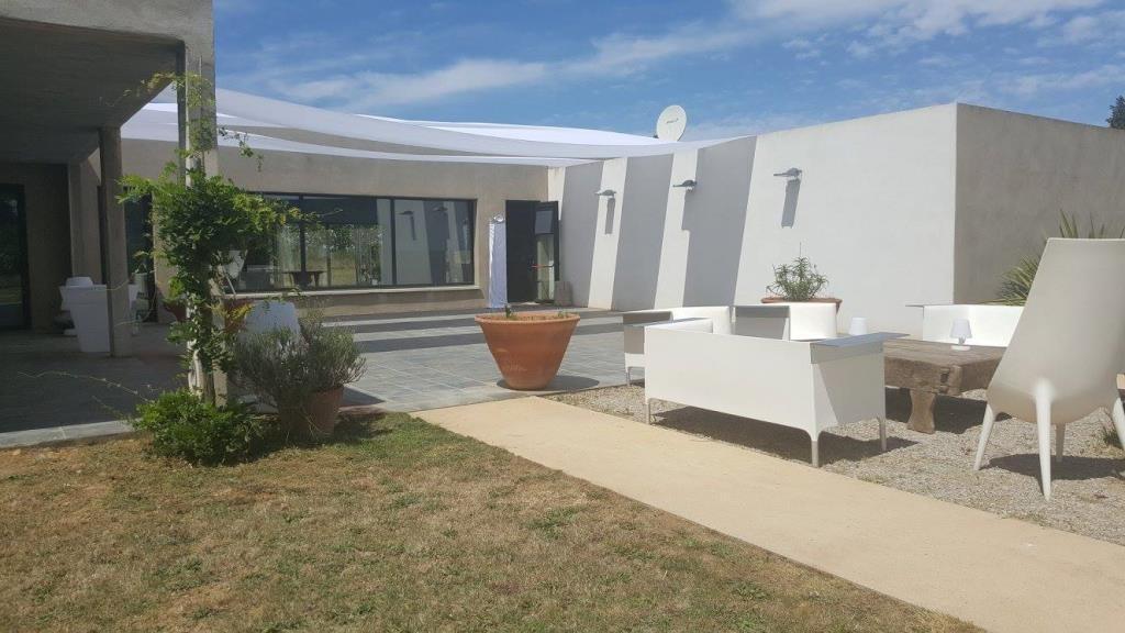 mas contemporain Nimes agence Corinne Ponce Immobilier Nimes Gard (41)
