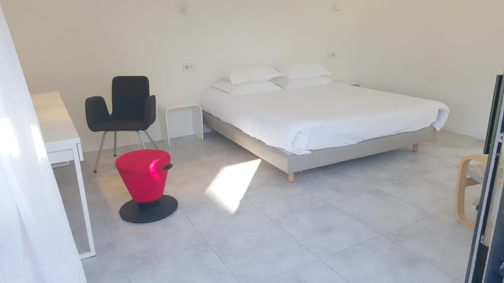 mas contemporain Nimes agence Corinne Ponce Immobilier Nimes Gard (64)