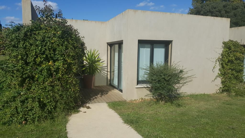 mas contemporain Nimes agence Corinne Ponce Immobilier Nimes Gard (51)